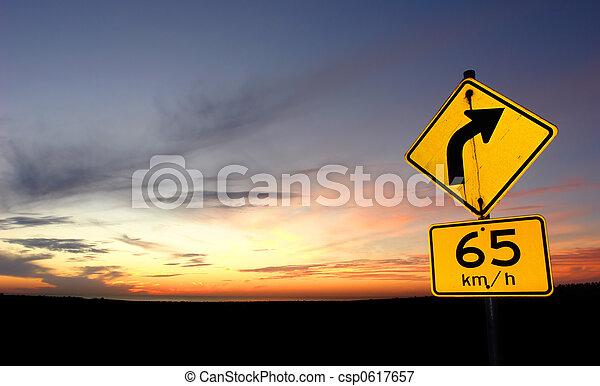 pôr do sol, sinal estrada - csp0617657