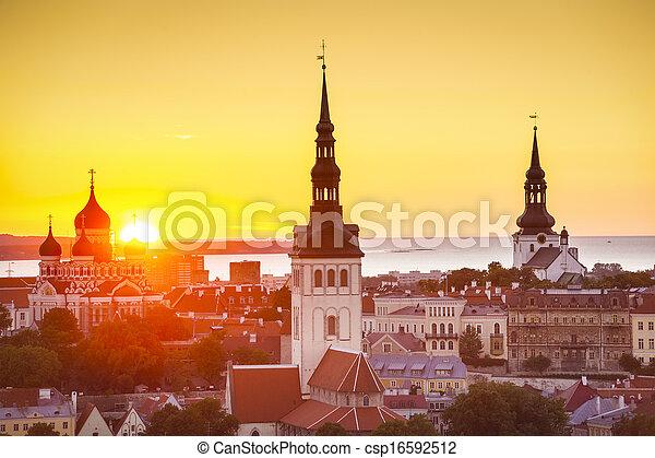 pôr do sol, tallinn, estónia - csp16592512