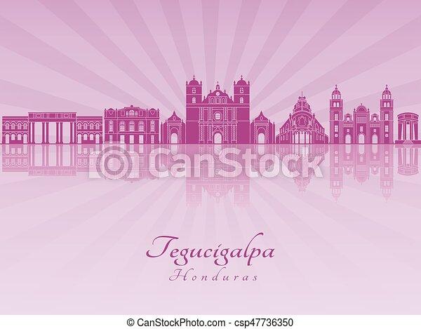 Skyline de Tegucigalpa en orquídea radiante púrpura - csp47736350