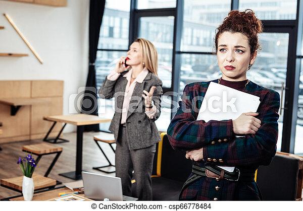płacz, prawie, młody, szef, ścisły, samica, odejście, sekretarka - csp66778484