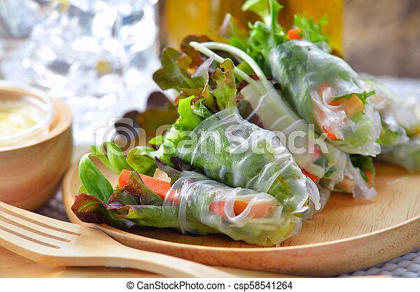płyta, rool, sałata, zdrowe jadło, drewno - csp58541264