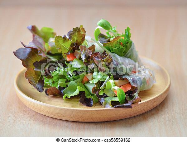 płyta, rool, sałata, zdrowe jadło, drewno - csp58559162