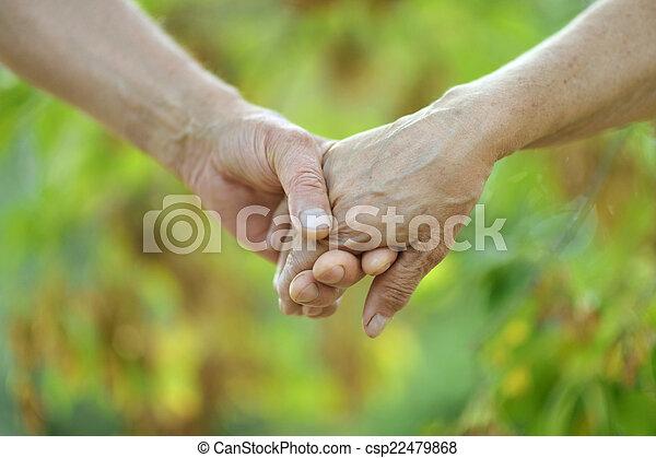 paar, bejaarden, vasthouden - csp22479868