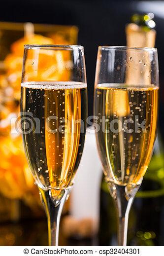 paar, champagne, gevulde, het fonkelen, bril - csp32404301