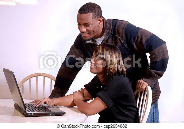 paar, edv, betrachtung, african-american - csp2654082
