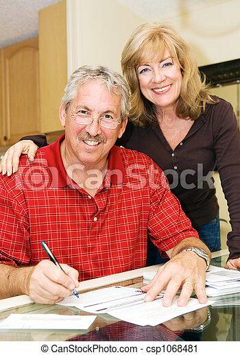 Ehepaar - finanziell sicher - csp1068481