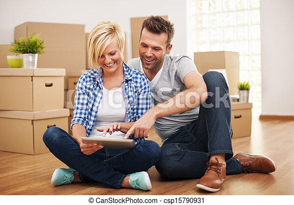 paar, hun, thuis, nieuw, het glimlachen, aankoop, meubel - csp15790931