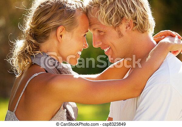 paar, junger, glücklich - csp8323849