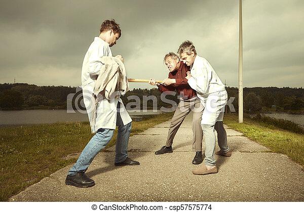 Fangen männer an kämpfen wann zu Wieso Männer