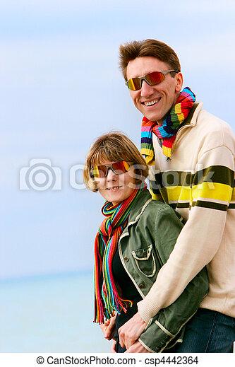 paar, vrolijke , jonge, buitenshuis - csp4442364