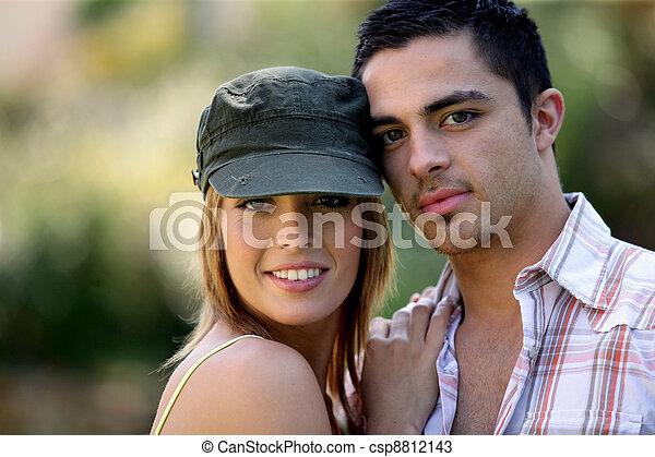 paar, vrolijke , jonge, buitenshuis - csp8812143