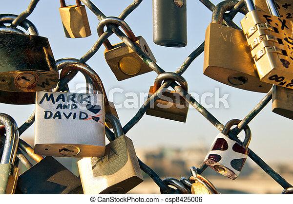 Padlock symbol of eternal love - csp8425006