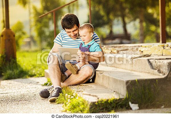 padre, figlio - csp20221961