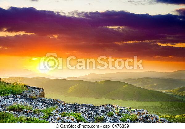 paesaggio montagna, sunset. - csp10476339