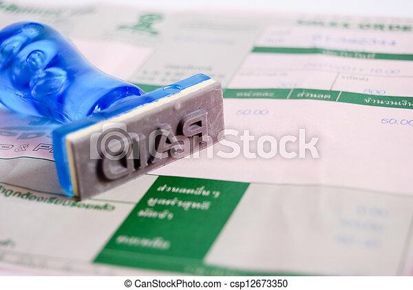 paid stamp on cash receipt - csp12673350