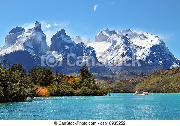 Parque Nacional torres del dolor, chile - csp16935252