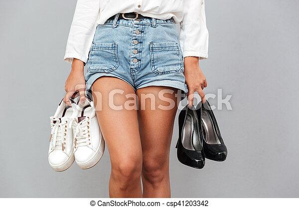 cf1658720d2a53 paires, chaussures, short, jean, jeune, deux, tenue, girl