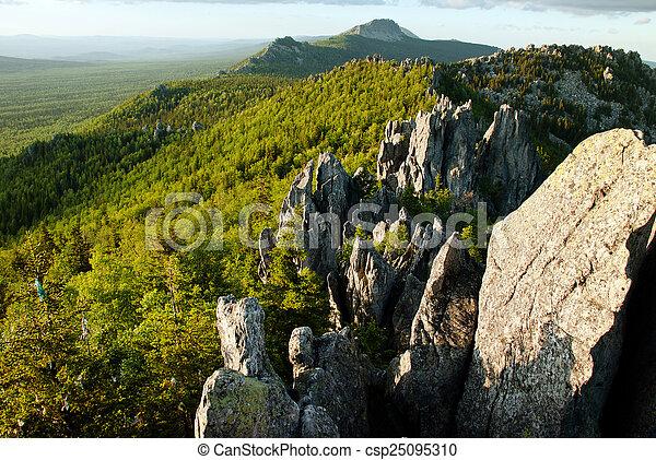 paisaje de montaña - csp25095310