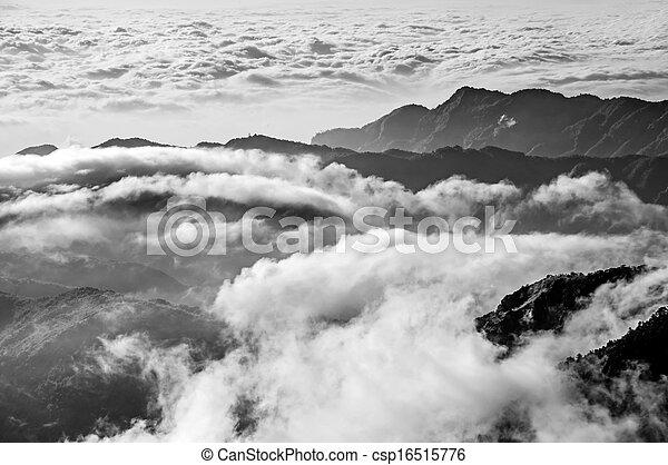 Escenario de montaña dramático - csp16515776