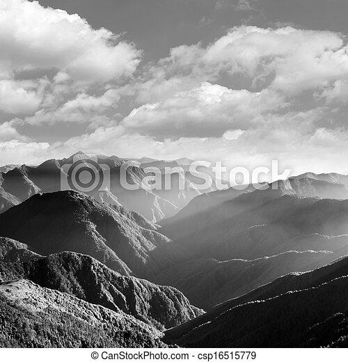 Escenografía de montaña - csp16515779
