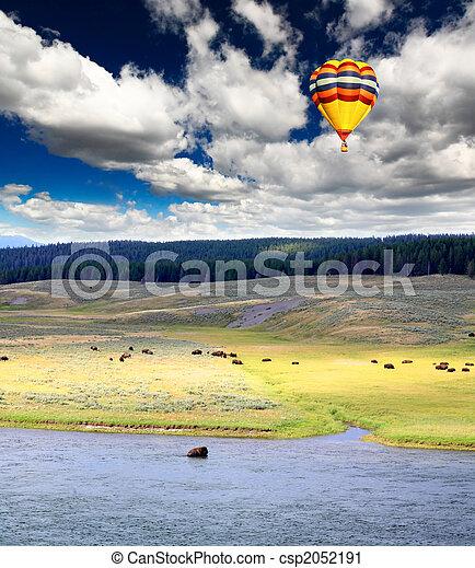 El paisaje a lo largo del río Yellowstone - csp2052191