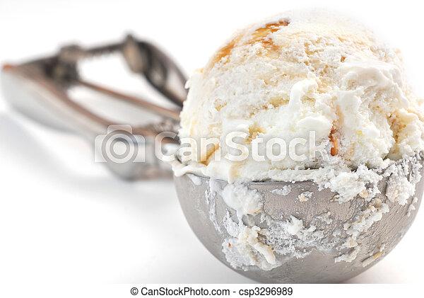 Una cuchara de helado - csp3296989