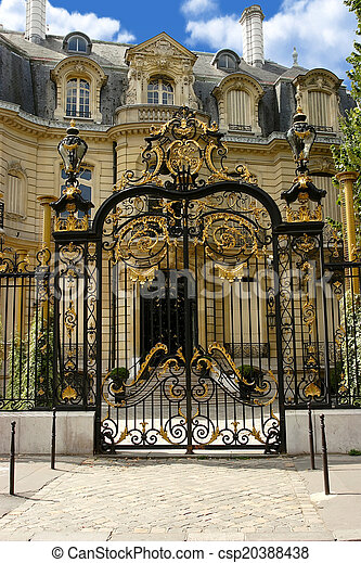 Palace with gilt gate on the Champs-Elysees. Paris. - csp20388438