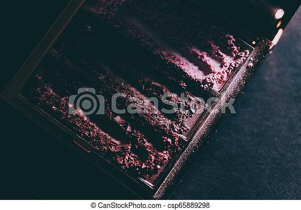 palette, coup, tonalités, nue, écrasé, sombre, éclairage, poudre, fond, fards paupières, rougir, morose - csp65889298