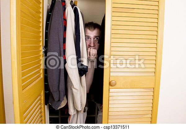 Un hombre escondido en el armario - csp13371511