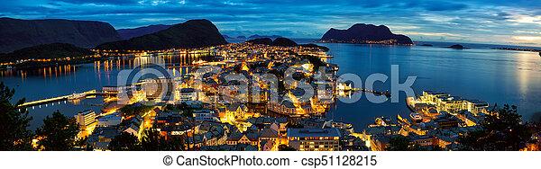 Alesund panorama al atardecer - csp51128215