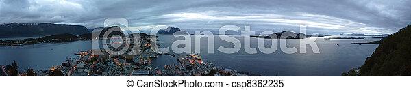 Panorama vista del Alesund - csp8362235