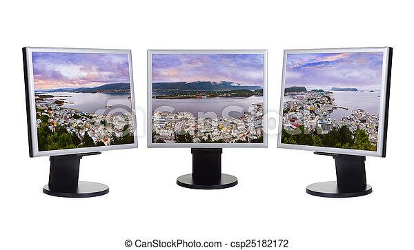 Panorama de Alesund Norway en monitores de computadora - csp25182172