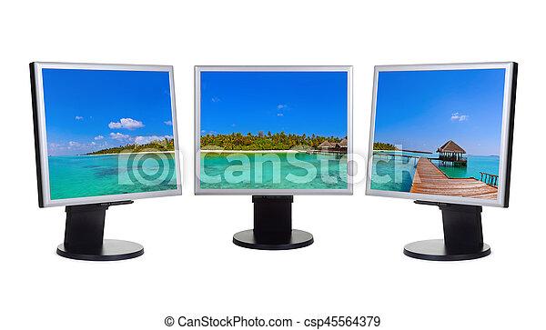 Maldivas panorama en monitores informáticos - csp45564379