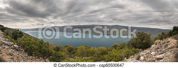 Panorama of lake Vrana on a cloudy, stormy day in spring - csp60500647