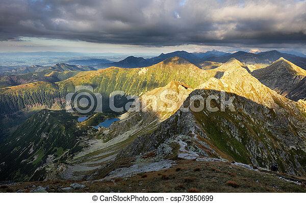 panorama, paisaje, rohace, dramático, ocaso, montaña, eslovaquia, tatras - csp73850699