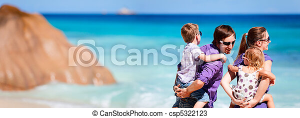 Panoramic photo of family on vacation - csp5322123