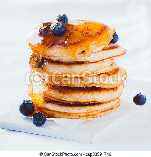 Panqueques deliciosos con miel y arándanos - csp33591746