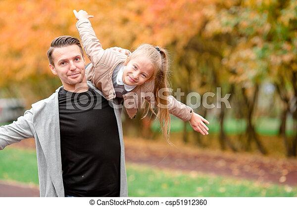 papa, beau, famille, avoir, automne, amusement, jour, gosse - csp51912360