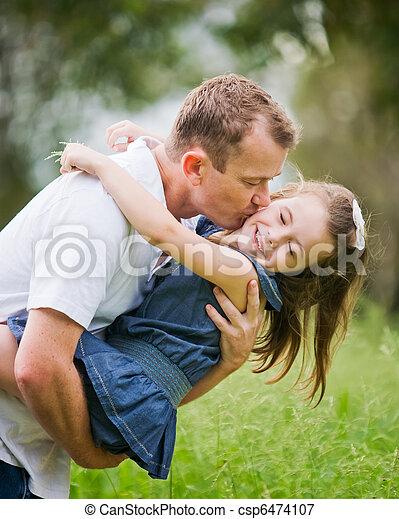 papa, joue, vieux, elle, 6, moment, année, amusement, baisers, girl, apprécier - csp6474107