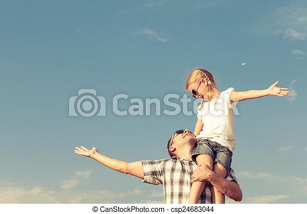 papa, maison, fille, jouer - csp24683044