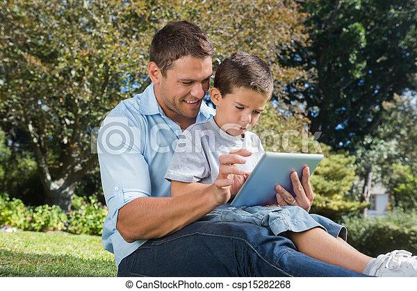 papa, tablette, parc, fils, pc, utilisation - csp15282268