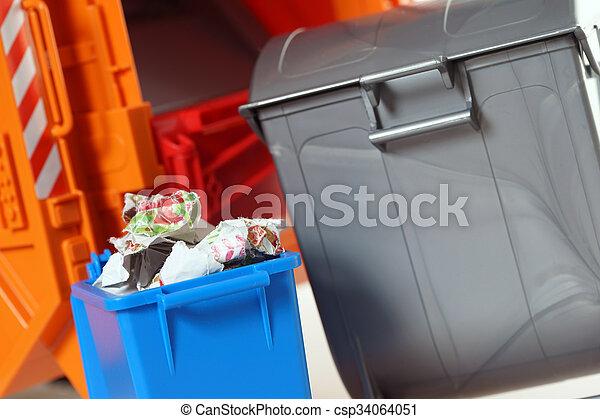 Desechos de papel - csp34064051