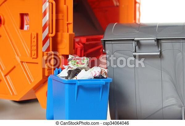 Desechos de papel - csp34064046