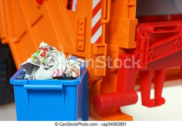 Desechos de papel - csp34063891