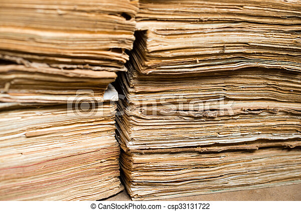 Documentos viejos en el archivo - csp33131722