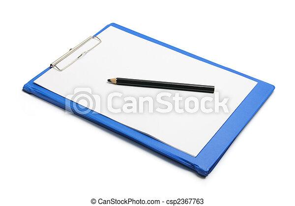 Clipboard con papel y lápiz en blanco - csp2367763