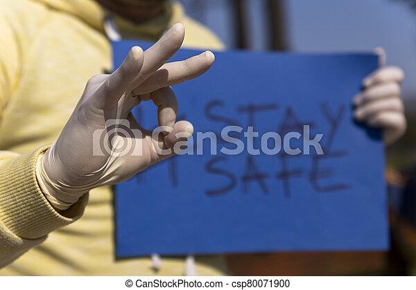 papel, tenido, aprobar, dar, estancia, hombre, señal de mano, llave, guantes, azul, seguro, quirúrgico, chroma - csp80071900