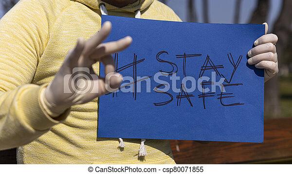 papel, tenido, aprobar, dar, estancia, hombre, señal de mano, llave, guantes, azul, seguro, quirúrgico, chroma - csp80071855