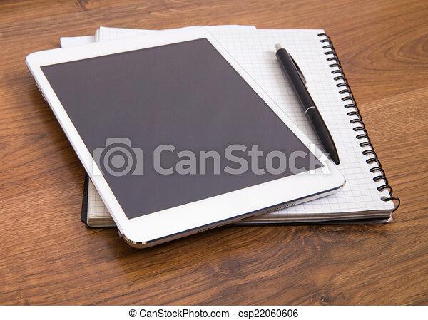 Papiers tablette bureau bois moderne stylo numérique vide