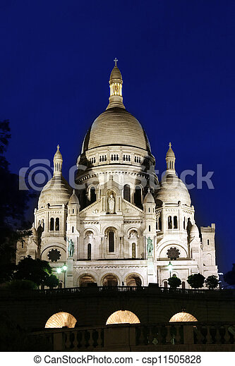 Sacre-coeur basilica por la noche, Paris - csp11505828